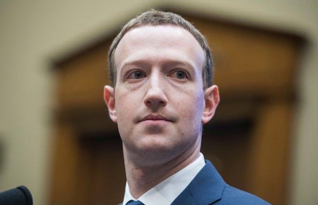 Zuckerberg won't step down as Facebook chairman