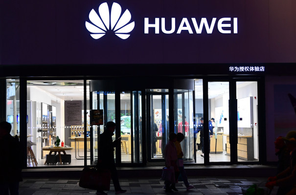 Huawei reportedly punishes staff for New Year's Eve tweet sent from an iPhone