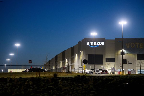 Amazon addresses pee bottle denial tweet