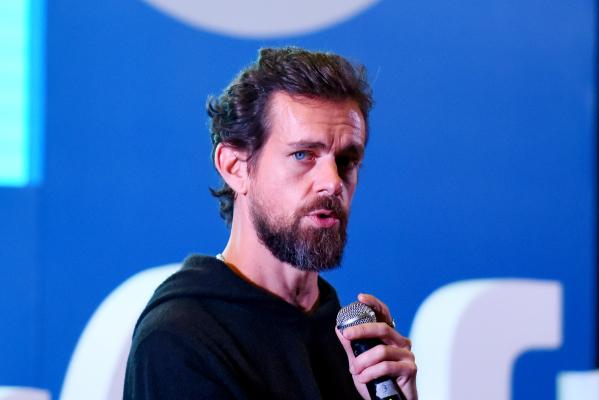 Twitter taps crypto developer to lead 'bluesky' decentralized social network effort