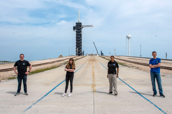 Watch SpaceX launch the first all-civilian Inspiration4 mission to space live